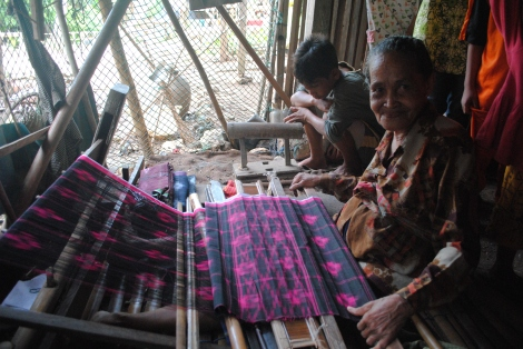 Kalidupa's sarong weavers are known for producing exceptional light weight, hand woven sarongs available for about $40 US.