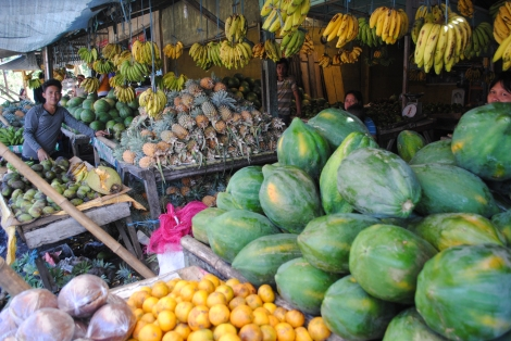 Fruit stand in the Tomohon market